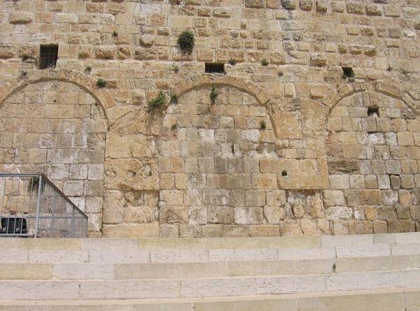 Les Portes de Houldah est un ensemble de portes, aujourd'hui murées, situées dans la muraille méridionale du Mont du Temple.