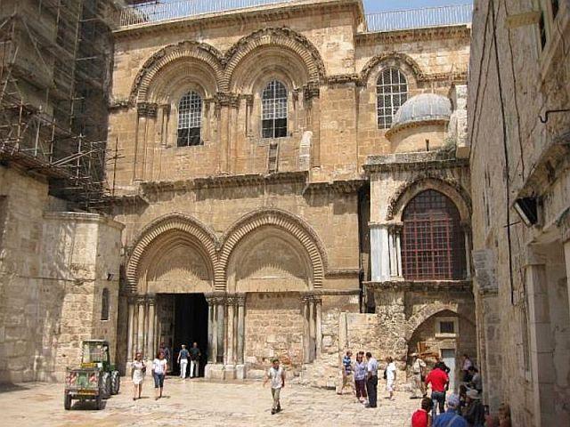 Le Saint-Sépulcre ne ressemble à rien, ainsi que le tombeau vide du Christ ! Il n'y a aucun style !